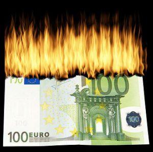 Tagesgeldkonto Geld Inflation Konsum Verbrennen