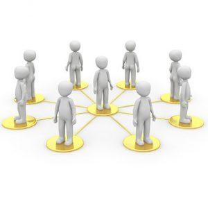 Soziale Komptenz zeigt sich in sozialen Interaktionen.