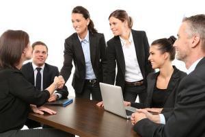 Dresscode, Business Outfit, Verhaltensregeln, Umgangsformen, Händegeben