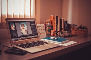 3.5 Heimarbeit: Jobs von zu Hause - Segen und Fluch, Heimarbeit-Jobs-Heimarbeitjobs-Home-Office-Laptop-300x199