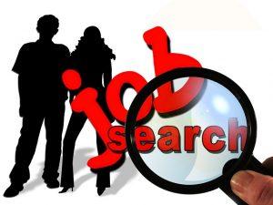 3.6 Nebenjob gesucht? So kommst du zu einem Nebenverdienst, Nebenjob-Nebenverdienst-Teilzeit-Jobsuche-Lupe-300x225