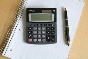 Rentenrechner Einkommensteuer Taschenrechner Stift Papier