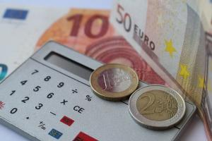 Rentenrechner Einkommensteuer Taschenrechner Geldscheine Münzen
