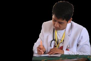 Arzt schreibt Rezept für die Krankenversicherung