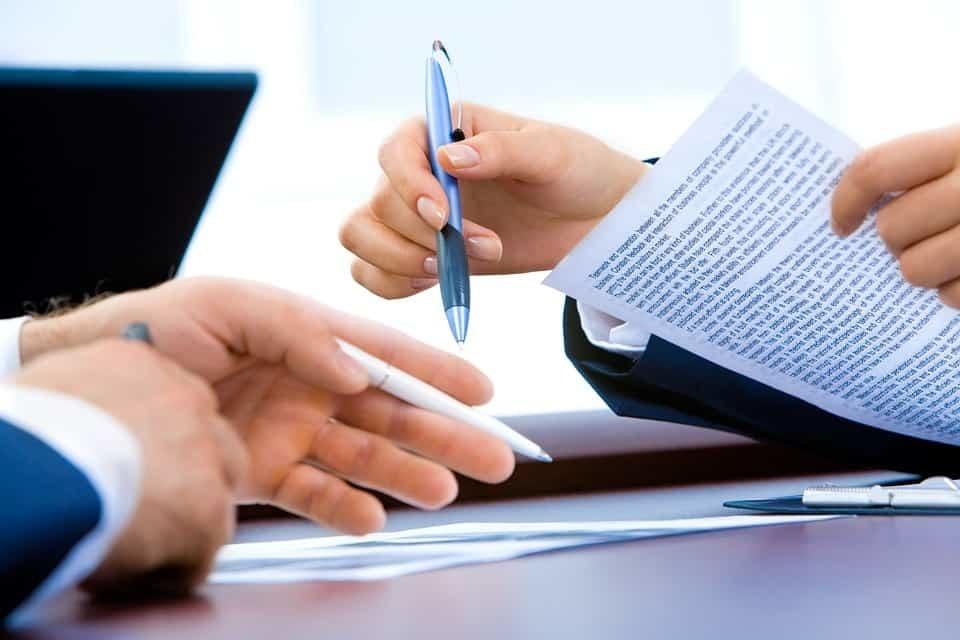 Bewerbung schreiben lassen statt selbst schreiben? Arbeitgeber sind doch nicht blöd!