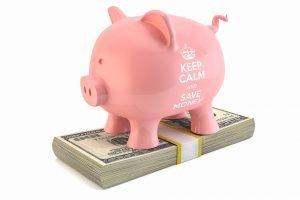 Mit einer vernünftigen Strategie lassen sich Ausgaben bewusster steuern und Gelder sinnvoll anlegen.