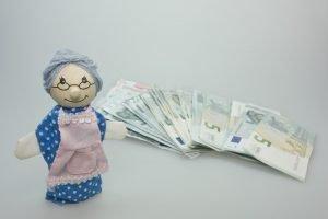Ohne die Rente vom Chef kommen besonders Menschen mit niedrigem Einkommen in Teufels Küche.
